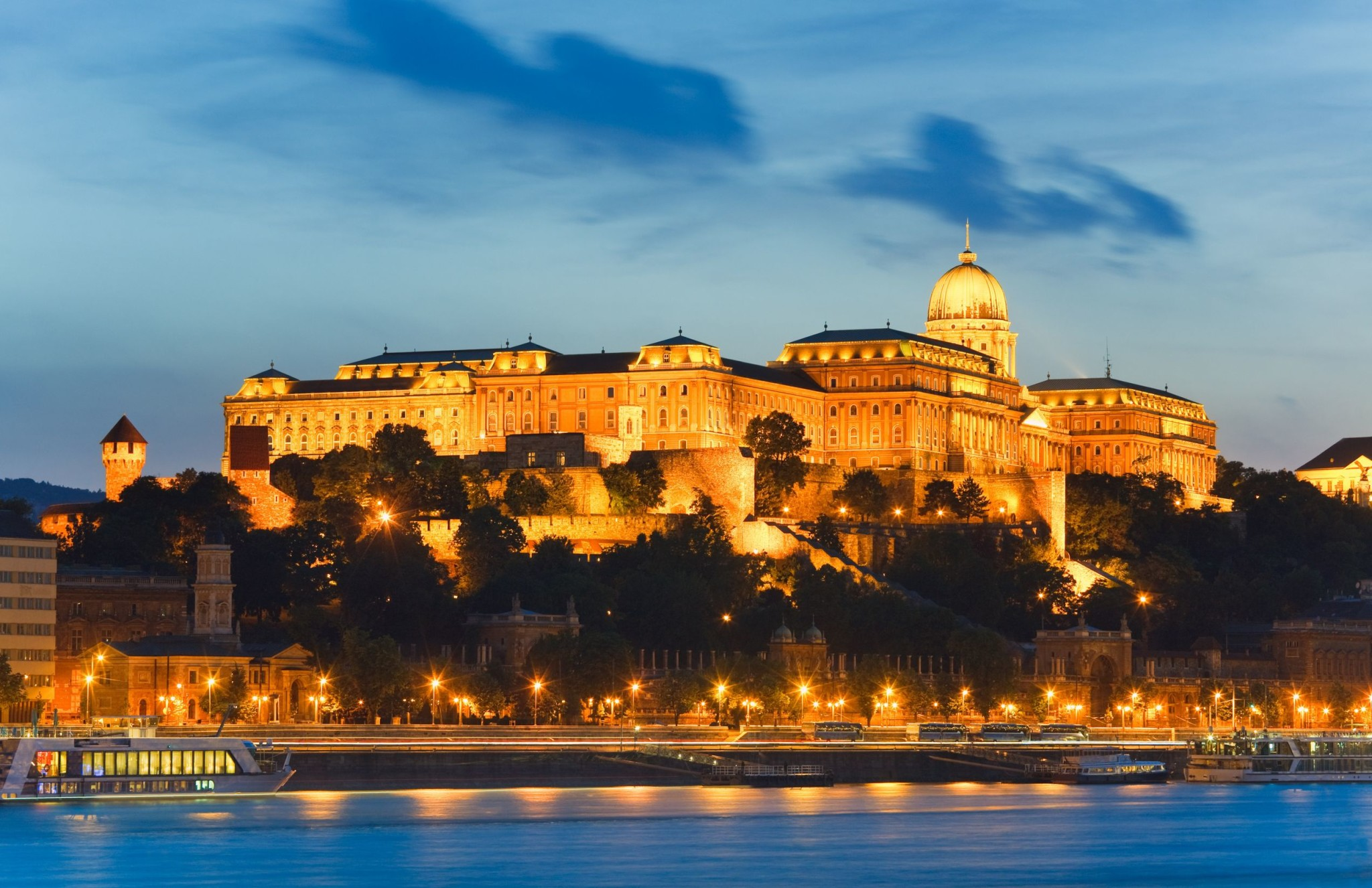 27 Reasons Why You Need To Visit Budapest Right Now Lovin Ie
