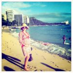 Pregnant Jewel Visits Honolulu, Hawaii