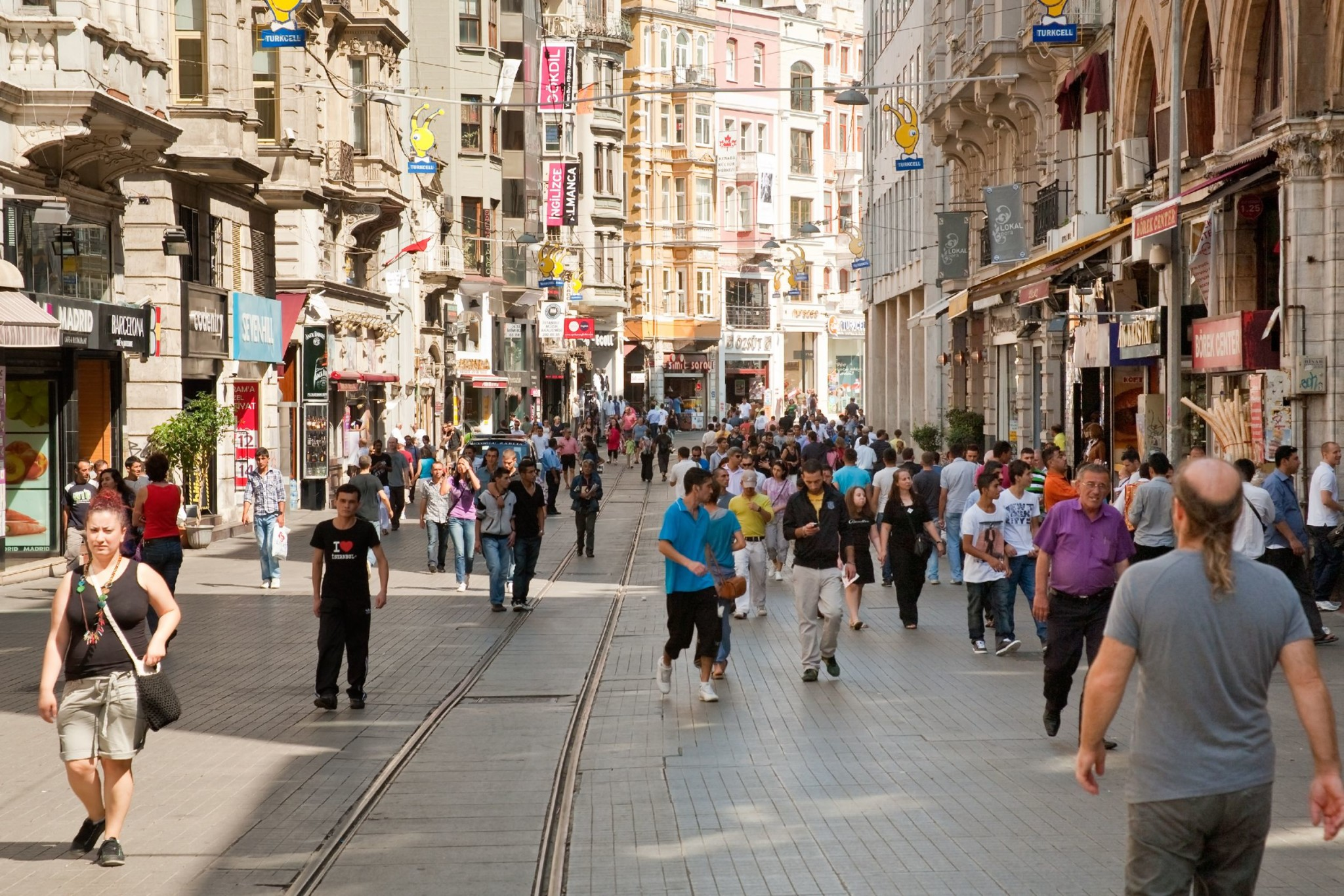 Istiklal-Avenue-in-the-Beyoglu-district-in-Istanbul-Turkey
