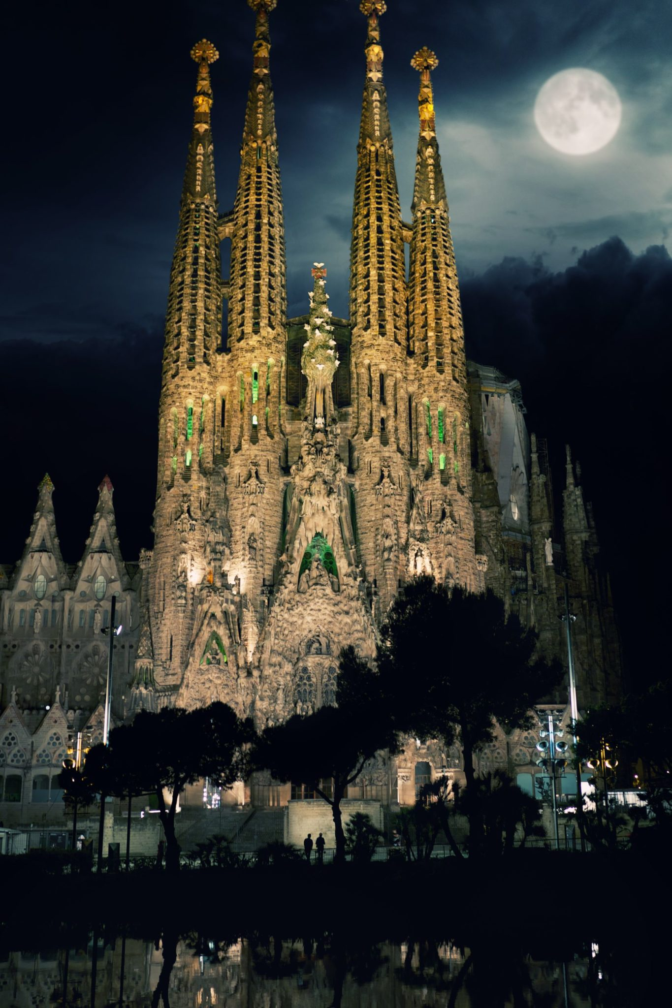 La-Sagrada-Familia-Cathedral-in-Barcelona-Spain